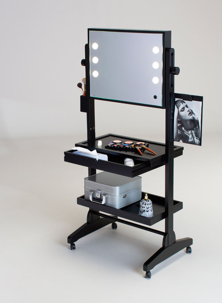 L200x2FM mobile Make-Up Station
