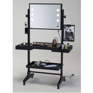 Make-Up Tische die vollwertige Workstations für Makeup Artists und Stylisten sind