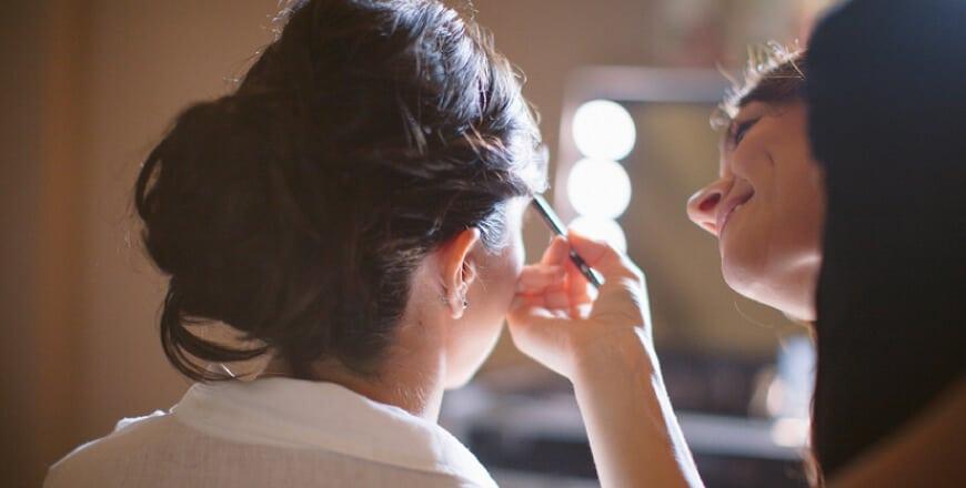 Arbeitsstationen für Make-up, Hairstyling und Kosmetik