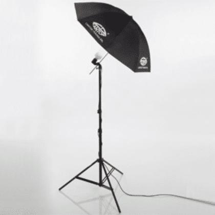 Stativbeleuchtung mit Schirm