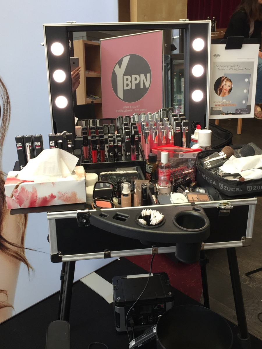 Hair and Makeup Workstation von YBPN