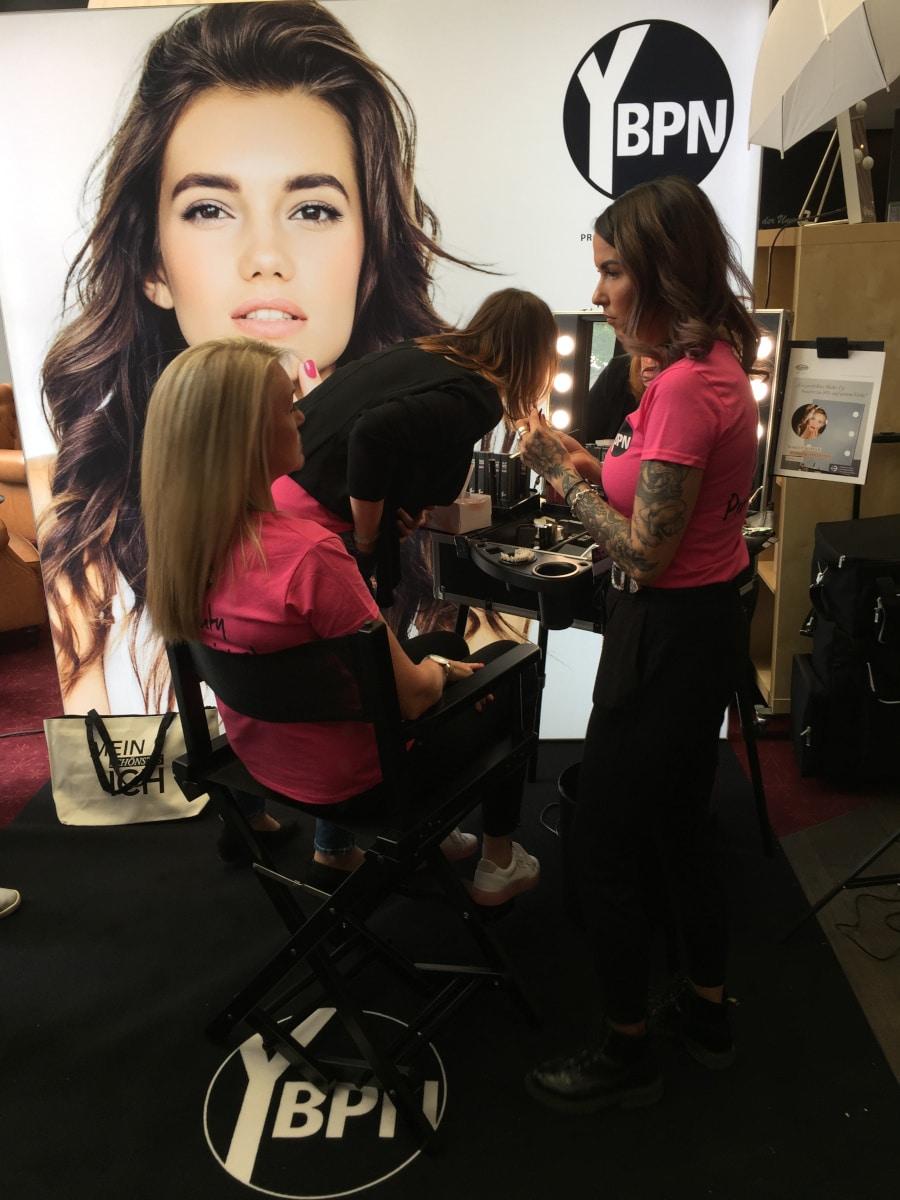 Make-Up Workbase bei YBPN