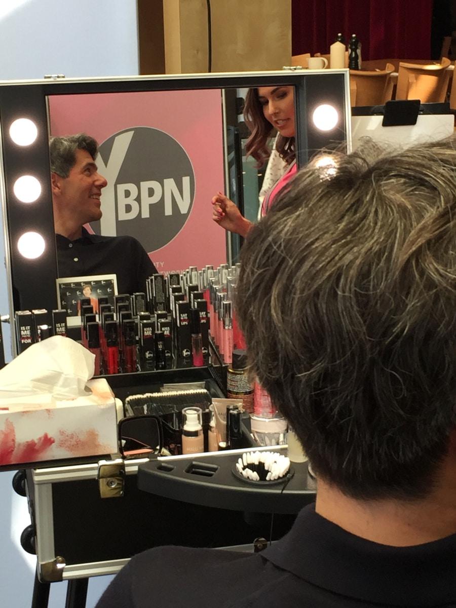 beleuchtetes Make Up Case an YBPN Beauty Corner