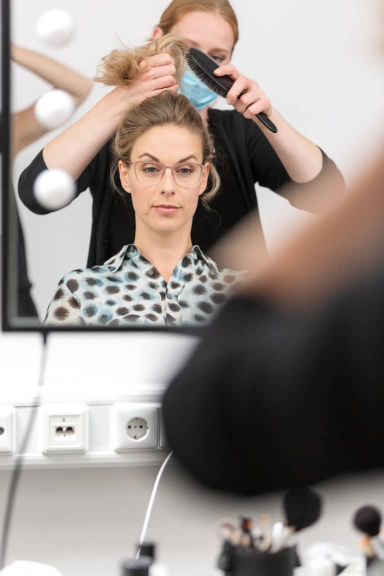 Vorbereitungen im Cantoni Showroom fürs Brand Shooting Melanie Merle im Cantoni Studio 43C, Modell Sylvia Rendsburg, Foto NIna Wellstein, MakeUp Melanie Merle