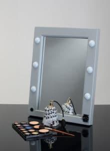 Tisch Sminkspiegel mit 6 dimmbaren LED und Steckdose